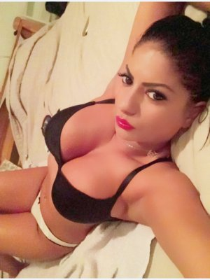 Irna live escort in Huntington WV